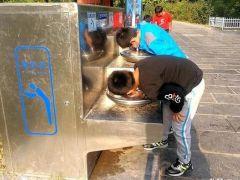 """谁是黑手?!永城公共直饮水机为何频频""""受伤""""?"""